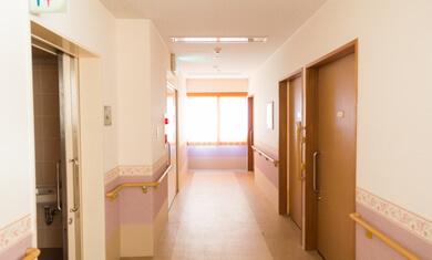 【老人保健施設】入居者さま・施設利用者さまに笑顔が増えてきて、大変よろこんでいます。