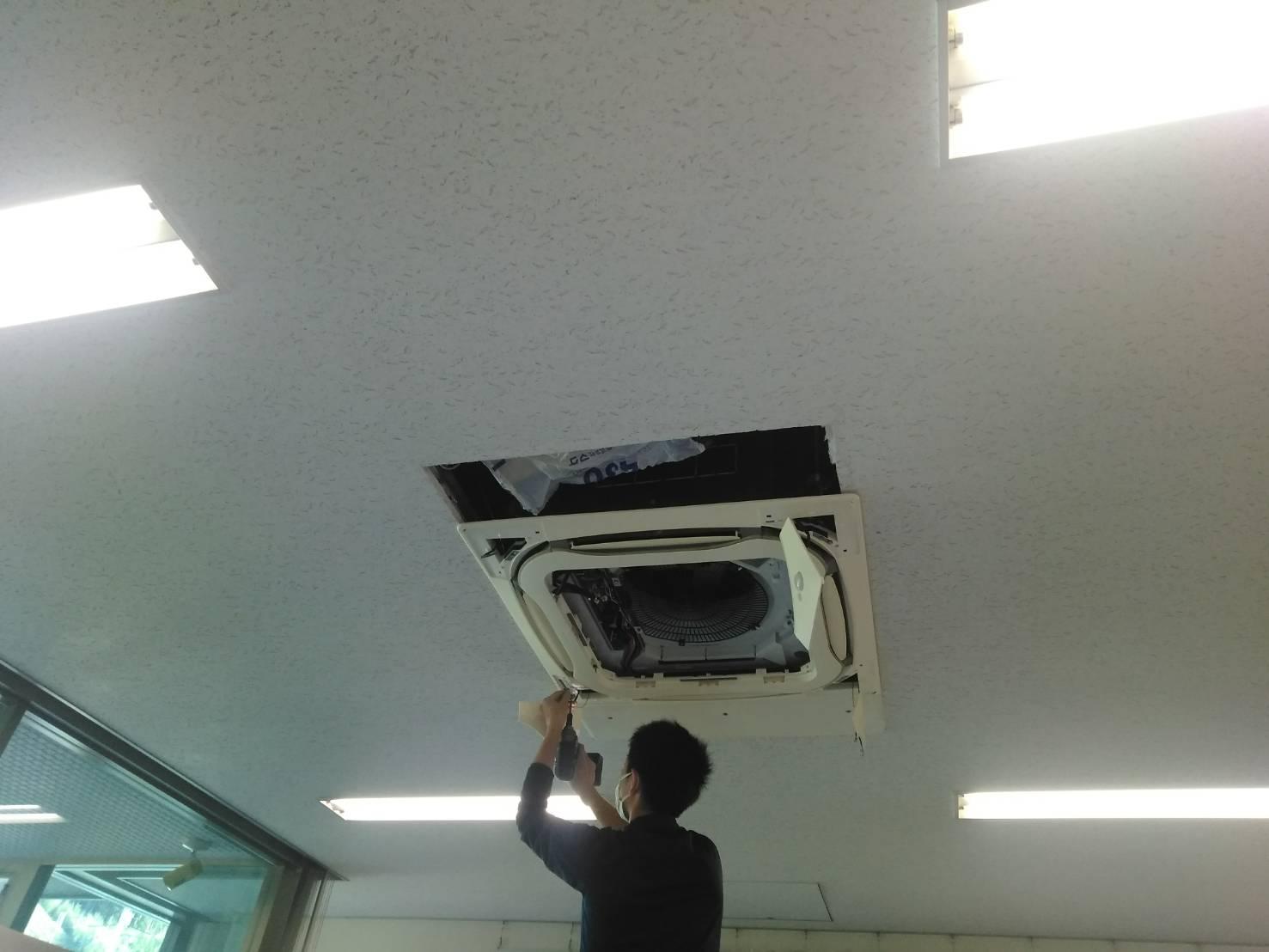 業務用天井埋め込み型エアコンクリーニング